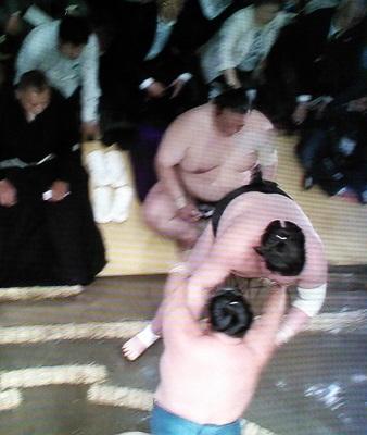 20170515 稀勢の里 照ノ富士に足を踏まれる