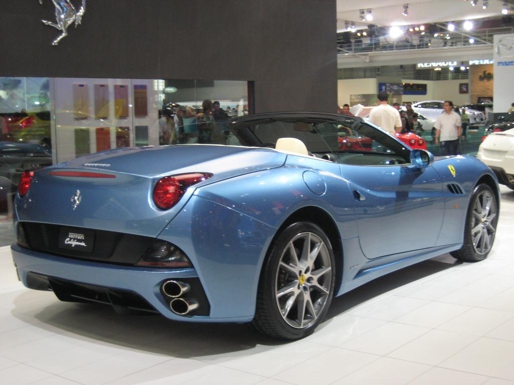 800px-Ferrari_California3.jpg