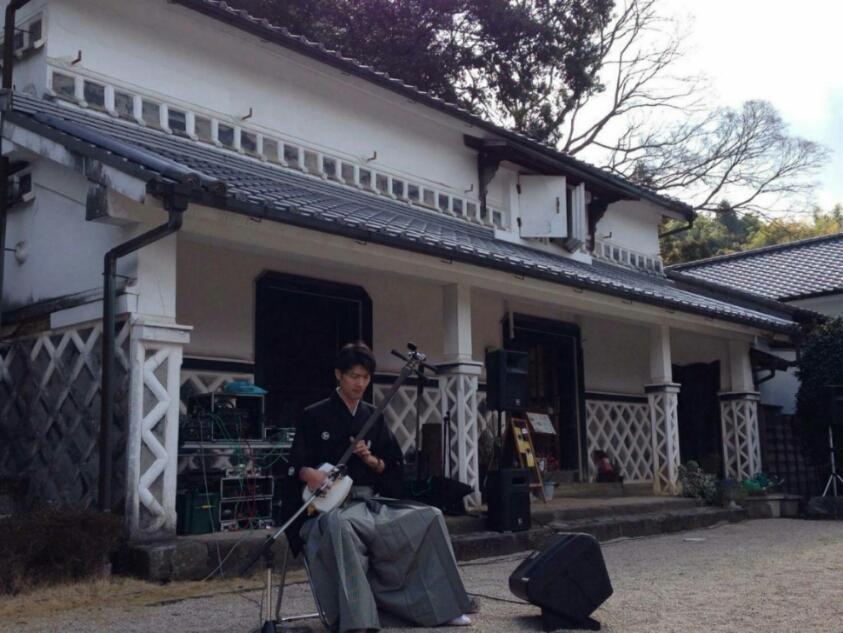 飯田子ども食堂で三味線演奏、だし巻きたまご静岡新聞取材