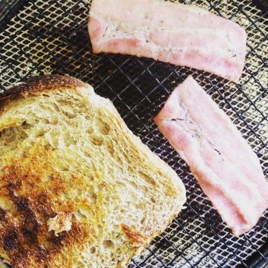 一舟 isen 全粒粉食パンとベーコン