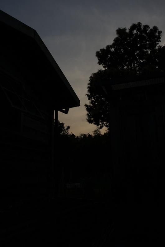 小屋のシルエット