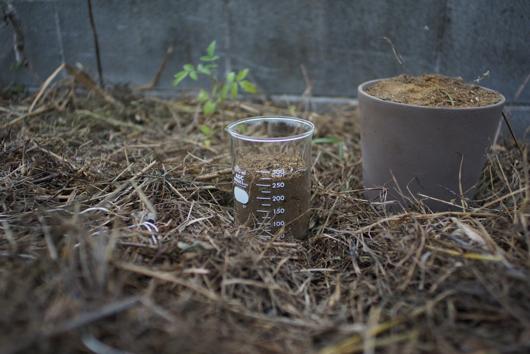 雑草堆肥に魚粉
