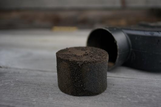 目詰まりした雨水タンク 集水器のフィルター