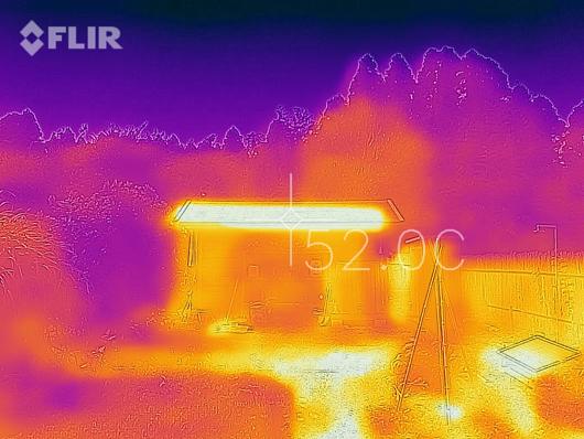サーモカメラ Flir One for iPhone 小屋の屋根温度