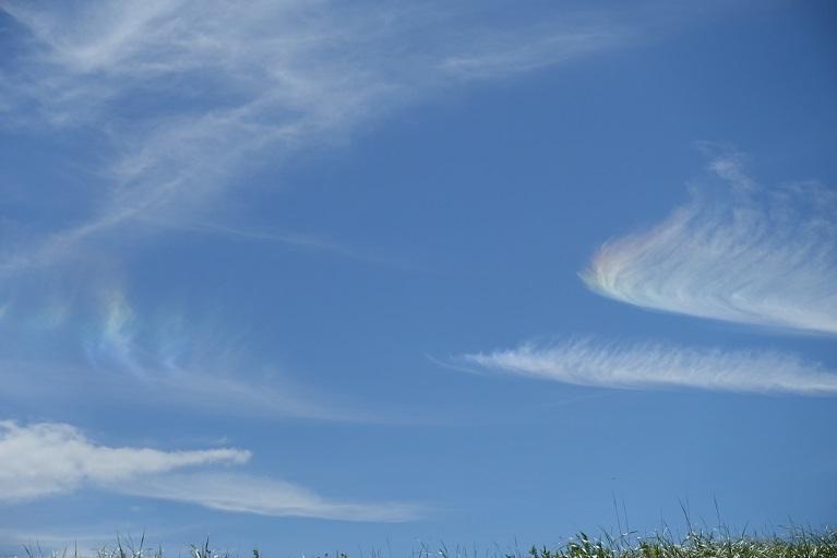 13 ミルクロード上の雲が虹色に映えて 14%
