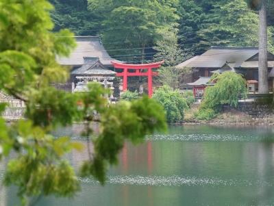 明神池と池神社
