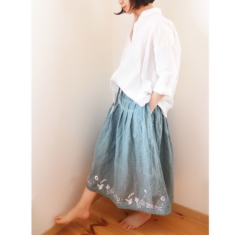 刺繍スカート1