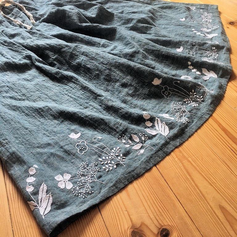 刺繍スカート2