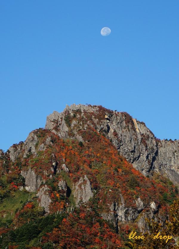 月と石鎚山