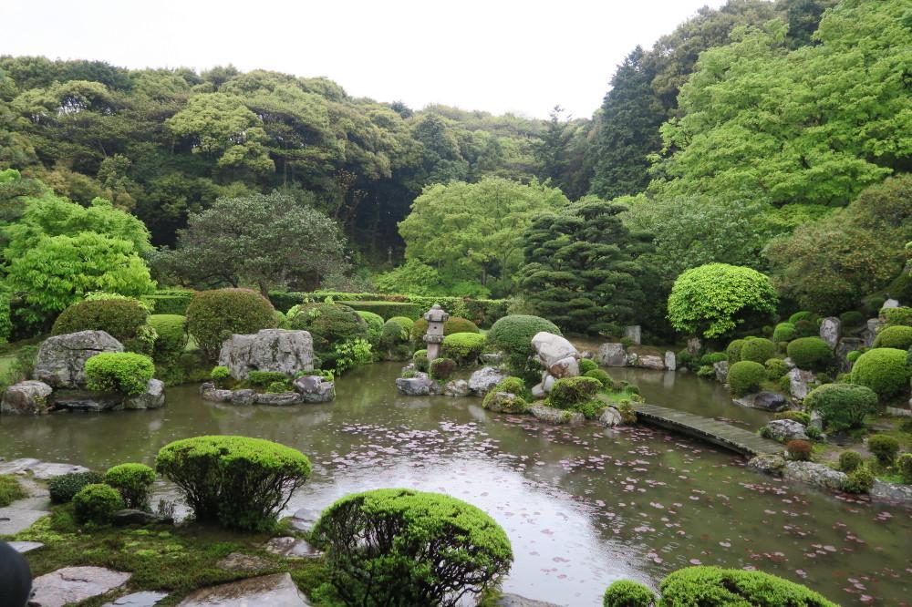 成就院の庭園