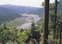 秋葉山登山道から気田川