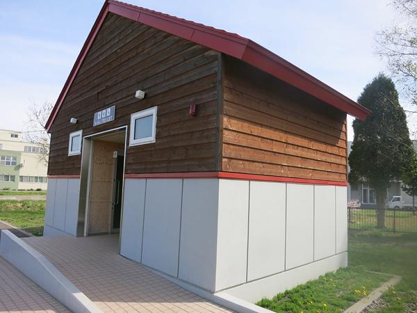 皆楽公園 駐車場トイレ