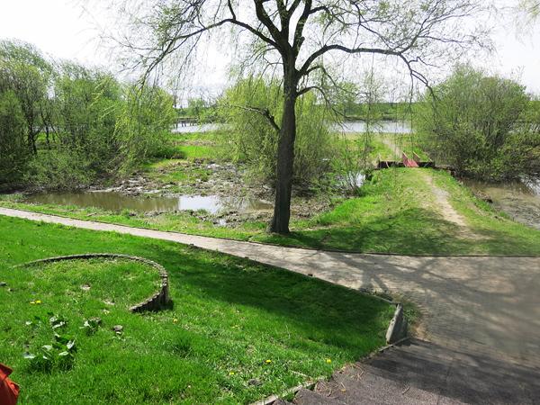 皆楽公園 中島に渡る小さな橋