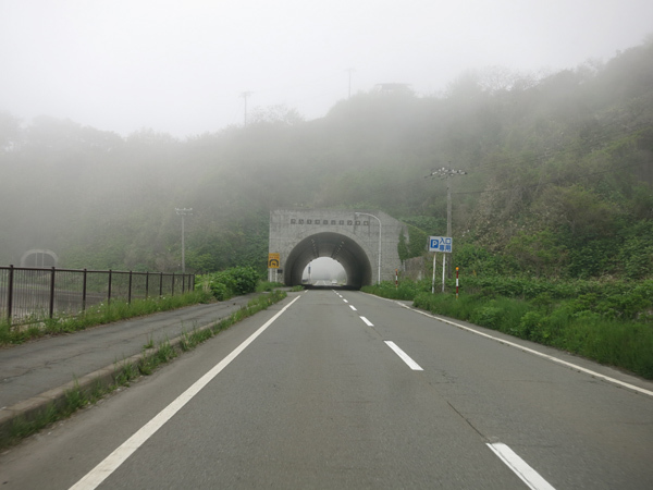 礼文 霧のトンネル
