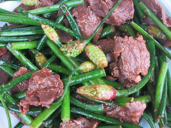 行者ニンニクの蕾と牛肉炒め
