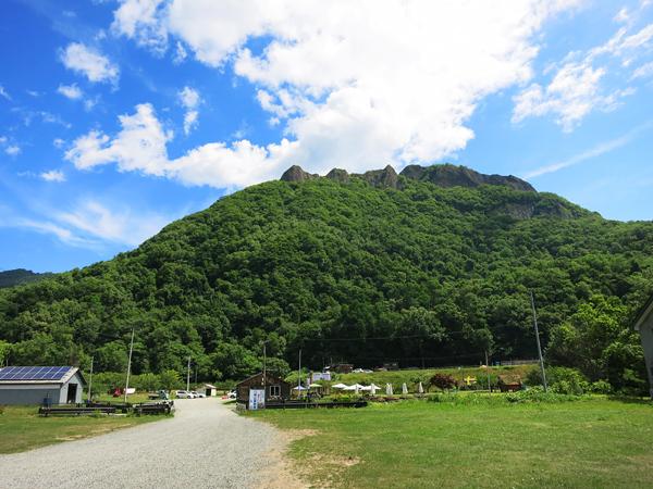八剣山果樹 キャンプ場 入口