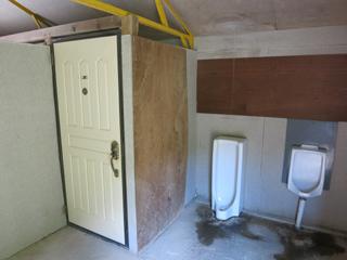 八剣山果樹 キャンプ場 トイレ内部