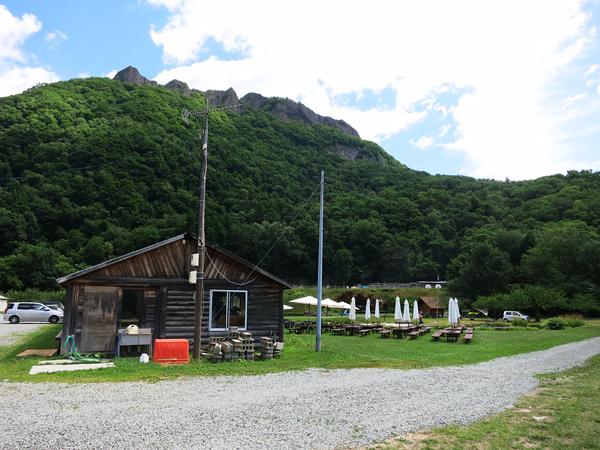 八剣山果樹 キャンプ場 入口から