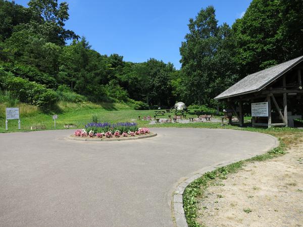旭ヶ丘公園キャンプ場 ロータリー 炊事場
