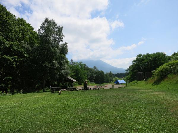 旭ヶ丘公園キャンプ場 奥からの風景 羊蹄山