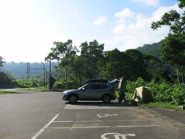 湯元温泉野営場 駐車場のテント