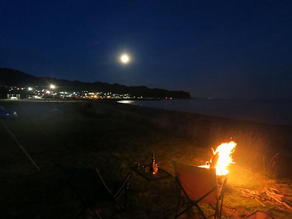 高岡オートキャンプ場  焚火と月