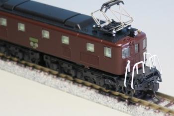 EF10 7