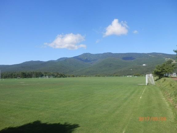 秋のサッカー場