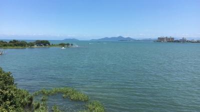 琵琶湖大橋西詰めから眺めた北湖(8月9日12時頃)