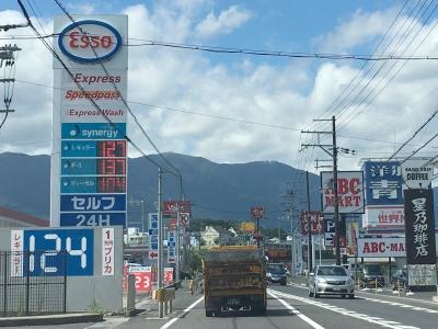 レギュラーガソリン127円/L(17/08/08 西近江路沿い大津市真野のセルフGSで)