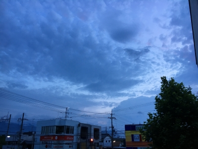 海の日の夜明けは曇り空 北の方は少し晴れ間が見えてます(7月17日5時頃)