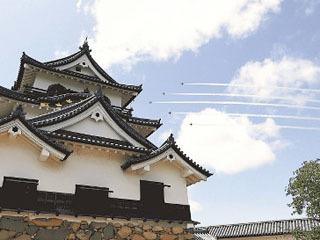彦根上空を飛行するブルーインパルス