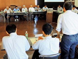 議論白熱するアユ資源緊急対策会議