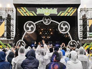 雨の中で開催されたイナズマロックフェス初日