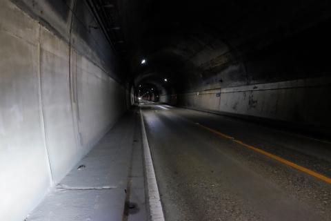 24日足トンネル