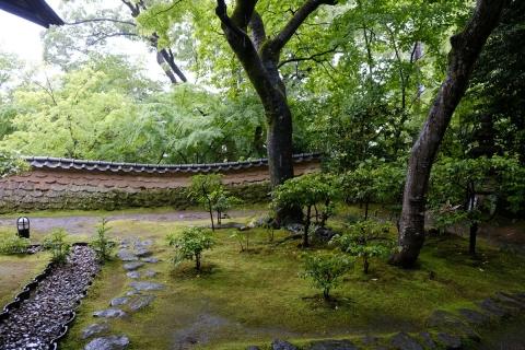 44松永記念館築地塀と庭