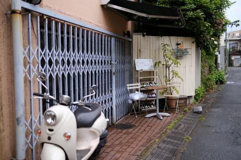 15スクーターのあるカフェ