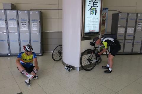 01a新富士駅