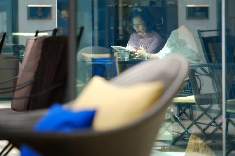 07東京ミッドタウンカフェの二人