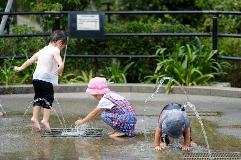 11東京ミッドタウン水遊び