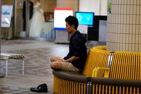 22竹芝桟座禅する人