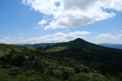 08八幡平へ遠景の展望