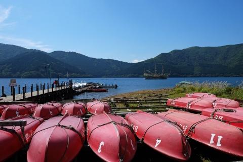 11芦ノ湖桃源台赤いボート