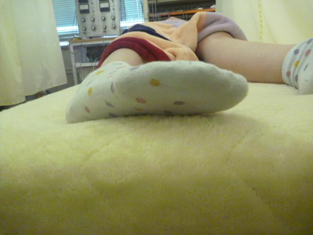 施療後 親趾がベッドに着くようになる