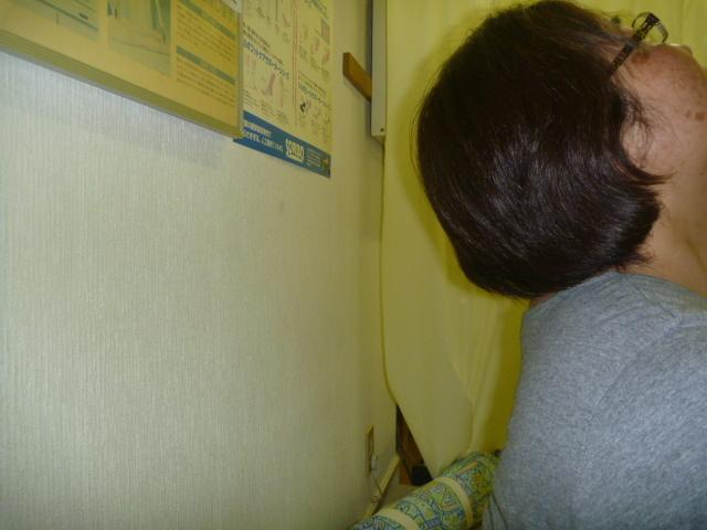 施療後 後屈で首後部に痛みと肩から手のひらまでのシビレが大幅に和らぐ