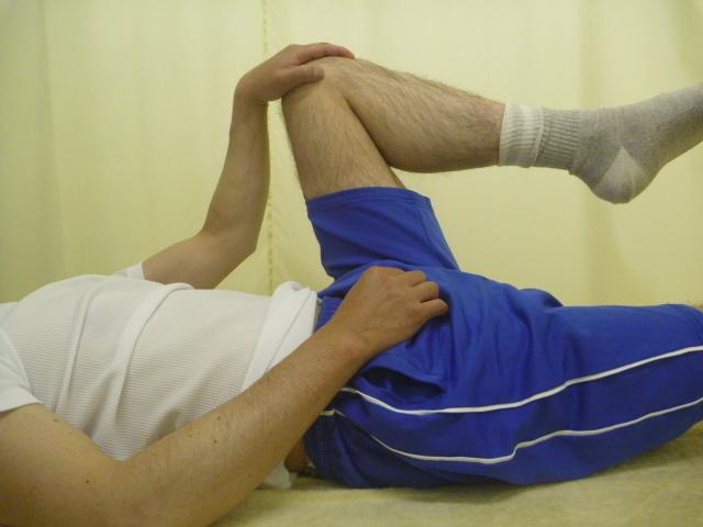 施療前 左股関節屈曲で腰に痛みあり