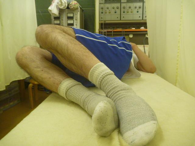 施療後 右側に両膝倒しでの左腰の痛み和らぐ