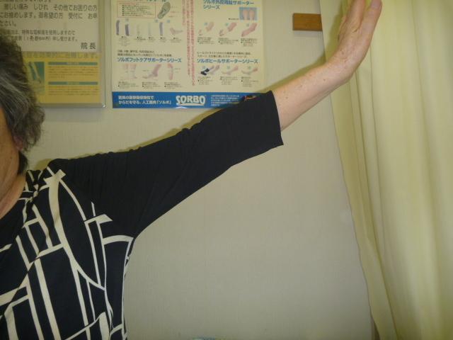 施療前 左肩外転挙上で左肩に痛み増す