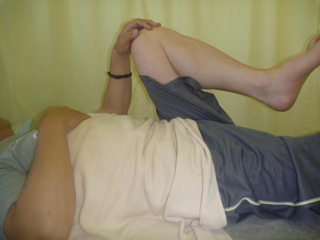 施療前 左股関節の屈曲で腰に張り