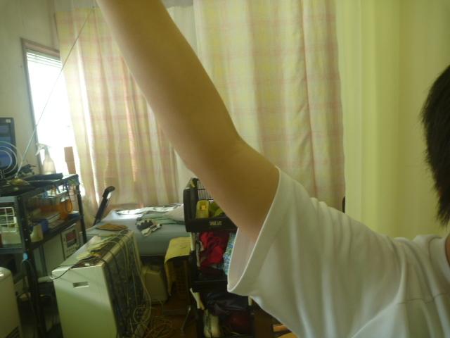 右肩外転で右肩に痛みあり